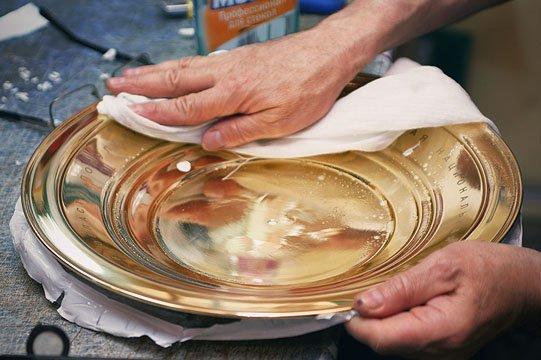 Дальше тарелка никелируется.  Это химический процесс.  Готовая тарелка после покрытия никелем.